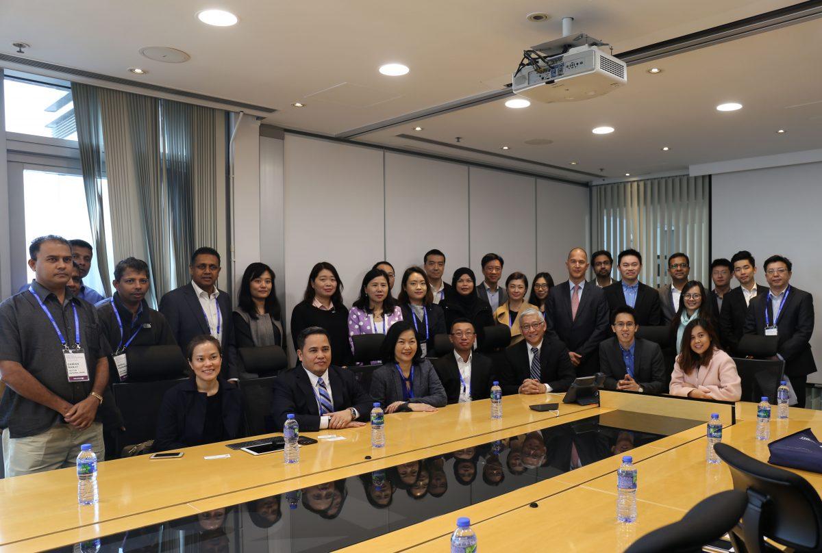 未来银行香港创新之旅2016研讨会参加者造访应科院