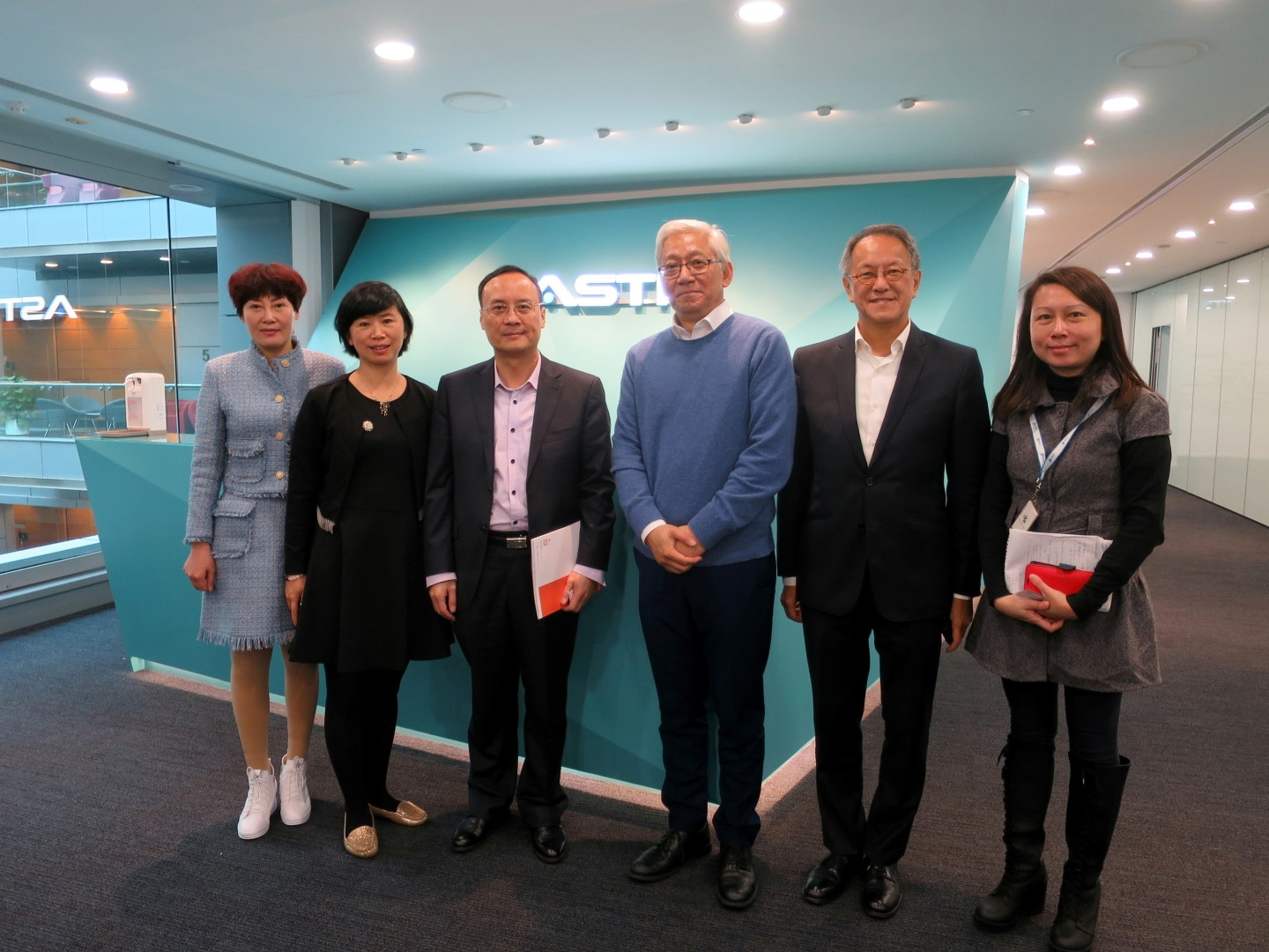 Chairman of China Industrial Technology Innovation Committee and Chief Executive Officer of HNZH visit ASTRI