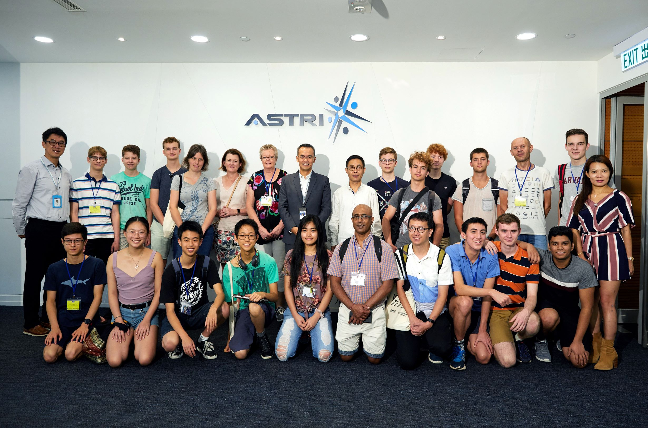 ASTRI CEO Hugh Chow welcomes students and teachers of International Mathematical Modelling Challenge visiting ASTRI to learn about our latest technologies 2019